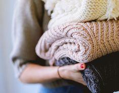 Tidying up With Marie Kondo : la méthode konmari sur Netflix Doing Laundry, Laundry Hacks, Laundry Rooms, Winter Trends, Trends 2018, Baby Laundry Detergent, Grand Menage, Clem, Marie Kondo