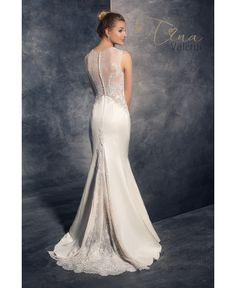 Saténové svadobné šaty s vlečkou zdobené čipkou na chrbáte