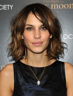 More Alexa Chung hair envy. She's my hair idol :-) Images Of Bob Hairstyles, Celebrity Hairstyles, Cool Hairstyles, Short Sassy Haircuts, Short Hair Cuts, Short Hair Styles, Trendy Haircuts, Short Wavy, Hair A