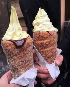 Ahora saltemos a algo que actualmente tiene a Internet de cabeza: el recién inventado helado en cono de dona.