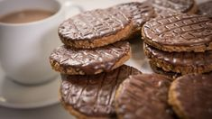 Chocolate Digestive Biscuits Digestive Cookies, Chocolate Biscuits, Food Network Uk, Food Network Recipes, Cooking Network, Paul Hollywood City Bakes, British Baking, Breads, Sweets