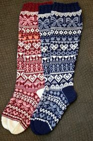 Tammikuussa alkoi Facebookissa yhteisneulonta, Ystävänpäiväsukat 2018. Olen aiemmin osallistunut yhteen yhteisneulontaan ja totesin silloi... Wool Socks, Knitting Socks, Hand Knitting, Thick Socks, Scarf Hat, Mittens, Christmas Stockings, Free Pattern, Knit Crochet