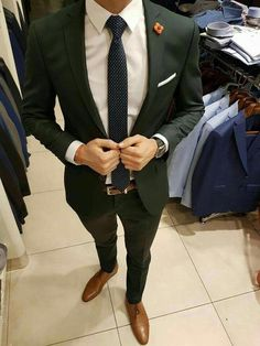 Mens fashion classy - That green suit though MensFashionParty Mens Fashion Suits, Mens Suits, Suits Outfits, Moda Formal, Formal Men Outfit, Formal Suits, Designer Suits For Men, Herren Outfit, Suit And Tie