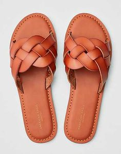 Shop Slide Sandals for Women at American Eagle to find a look you'll love. Browse slide sandals with all the best colors and details to create your ideal outfit. Cute Sandals, Sport Sandals, Slide Sandals, Cute Shoes, Women's Shoes Sandals, Leather Sandals, Me Too Shoes, Shoe Boots, Heels