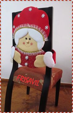 Manualidades Navideñas Frisavil Cubresillas Christmas Crafts, Christmas Decorations, Xmas, Chair Back Covers, Holidays And Events, Christmas Stockings, Christmas Trees, Projects To Try, Diy