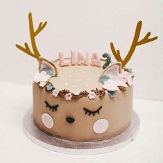 27 Most Popular Christmas Ideas - Pretty My Party - Party Ideas - - You will be all ready for the holidays with the 27 Most Popular Christmas Ideas! There's everything from a DIY Batman wreath to DIY Mickey ornaments! Beautiful Cakes, Amazing Cakes, Nake Cake, Deer Cakes, Bolo Cake, Birday Cake, Animal Cakes, Birthday Cake Girls, Birthday Ideas