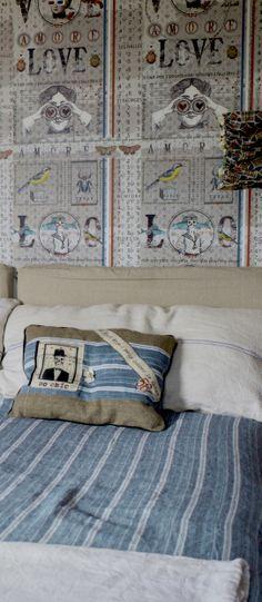Maison caumont papier peint love et coussins en tissus anciens maison - Papier peint effet coussin ...