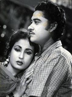 Old Bollywood Songs, Bollywood Actors, Beautiful Indian Actress, Beautiful Actresses, Old Song Download, Kishore Kumar, Romantic Mood, Real Beauty, Film Industry