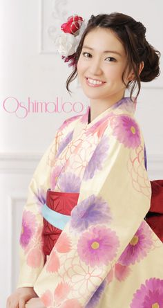 The lovely and talented Yuko Oshima for OshimaUCo kimonos. ... Did I say lovely?   | 浴衣屋さん.com | OshimaUco 浴衣単品