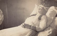 """""""Post mortem of a young lady. Edwardian Era, Victorian Era, Memento Mori Photography, Peace At Last, Post Mortem Pictures, Picnic At Hanging Rock, Travelers Rest, Post Mortem Photography, Tintype Photos"""
