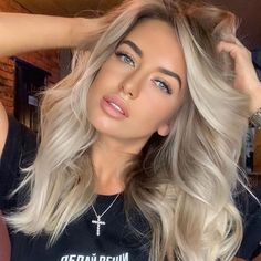 "•• BALAYAGE INSPO •• on Instagram: ""Pearly blonde 💗 @vlasova_color_guru"" Fall Blonde Hair Color, Summer Blonde Hair, Pale Blonde Hair, Blonde Hair With Roots, Fall Hair Colors, Hair Colours, Brunette Hair, Dark Hair, Blonde Hair Honey Caramel"