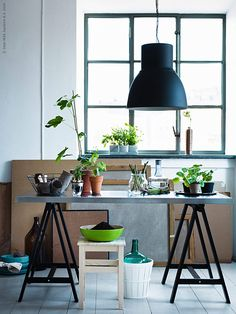 IKEA Oddvar stool is one of absolutely necessary things for any interior. It could be used in various ways and here are ideas to hack it. Ikea Stool, Ikea Table, Ikea Inspiration, Workspace Inspiration, Dining Nook, Dining Room Design, Hektar Ikea, Bel Air, Ikea Plants