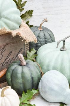 Chalk Painted Pumpkins: If you love chalk painting furniture, just wait until you get your hands on some pumpkins. Click through to find more DIY Thanksgiving decoration ideas for your home.