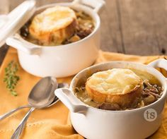 French Onion and Beef Soup Recipe │Caramelized onions, beef stew, beef broth toasted french bread with ooey-gooey Swiss cheese. Beef Soup Recipes, Slow Cooker Recipes, Crockpot Recipes, Tastefully Simple Recipes, Creamy Potato Soup, Crock Pot Soup, French Onion, Restaurant Recipes, Soup And Salad