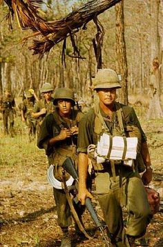 Vietnam conflict, 1965 - US soldiers of the Air Cavalry Division, Ia Drang Valley, Vietnam Vietnam History, Vietnam War Photos, North Vietnam, Vietnam Veterans, American War, American History, American Veterans, American Soldiers, Indochine