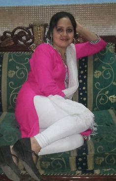 Beautiful Dresses For Women, Beautiful Girl Indian, Beautiful Girl Image, Beautiful Women, Hot Goth Girls, Desi Girl Selfie, Indian Girls Images, Girls In Leggings