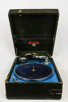 VTG Nova 78 RPM Portable Hand Crank Record Player