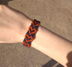 Szív mintás csomózott karkötő 750 Ft, handmade, bracelet, knotted bracelet Bracelet Knots, Knotted Bracelet, Friendship Bracelets, Handmade, Jewelry, Fashion, Moda, Hand Made, Jewlery