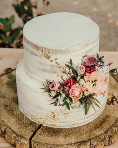 simple wedding cake for spring and summer wedidng wedding cake rustic 20 Simple Wedding Cakes for Spring/Summer 2020 Floral Wedding Cakes, Wedding Cake Rustic, Wedding Cakes With Flowers, Beautiful Wedding Cakes, Wedding Cake Designs, Cake With Flowers, Wedding Cake Simple, Rustic Birthday Cake, Sweet Table Wedding