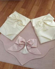 Art N Craft, Moda Emo, Arabesque, Crafts To Do, Ribbon Bows, Piercings, Sewing Hacks, Clutch Bag, Hair Bows