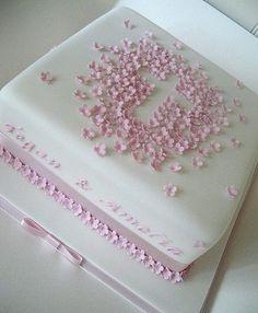 Gâteau de baptême pour fille en fondant.