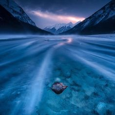 The frozen leaf by simonroppel Amazing Photography, Landscape Photography, Nature Photography, Creative Photography, Nature Gif, Nature Scenes, Beautiful World, Beautiful Places, Beautiful Scenery