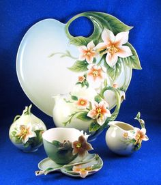 "FRANZ Porcelain:  Exquisite ""Apple Blossom & Bee""  Pattern SEVEN Pce Teaset  NEW"