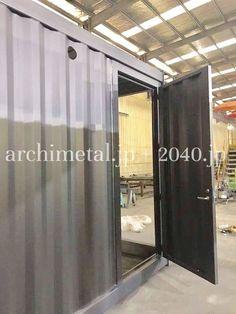 船のドア。のようなドア。 コンテナ壁。のようなドア。 でも、家のドア。 色んなドアに挑戦!  #2040JP #船のドア #コンテナ壁 #のようなドア #でも家のドア #色んなドアに挑戦 #コンテナの設計と製造をしています #コンテナハウス #ContainerHouse #建築確認対応