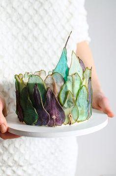 Gruszki do dekoracji tortów podpatrzyłam w rosyjskiej Tortik Annushka, pewnie większość z Was zna ich cudowne torty. Technikę opracowałam sama, efekt końcowy jest podobny – może kiedyś uda mi się wybrać do nich na warsztaty i wtedy sprawdzę jak to się ma do ich gruszek Plastry są dość proste w wykonaniu, jednak kluczową rolę gra porządna […]