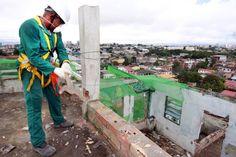 O trabalho de demolir é um dos que exigem muitos cuidados cálculos e profissionalização. Conheça os diferentes tipos de demolição e a importância dessa especialização na área.  http://ift.tt/1IJoGoo.
