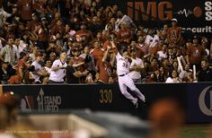 J.B. Shuck makes an unbelievable catch over the left field wall
