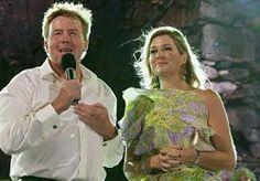 """21-Nov-2013 6:19 - FANTASTISCH FEEST 'RAAKT KONINGSPAAR DIEP'. """"Een fantastische avond, die we nooit zullen vergeten. Deze dag, deze avond, deze show, heeft ons diep geraakt. """" Zo roemt koning Willem-Alexander het muzikaal spektakel dat hij kreeg aangeboden op Aruba."""