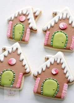 Royal Icing Cookie Decorating Tips Gingerbread House Decorated Cookies and Royal Icing Tips Halloween Cookies Decorated, Halloween Sugar Cookies, Christmas Sugar Cookies, Christmas Baking, Decorated Cookies, Christmas Time, Royal Icing Cookies Recipe, Sugar Cookie Royal Icing, Cookie Icing