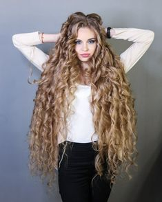 You will be amazed by this curly and long hair. We are sure to have such long hair is a privilege. But it must be difficult to care for such long hair. If you want to have such long hair, you should take a look at how it looks. Very Long Hair, Long Curly Hair, Big Hair, Curly Hair Styles, Beautiful Long Hair, Gorgeous Hair, Long Curls, Hair Photo, Pretty Hairstyles