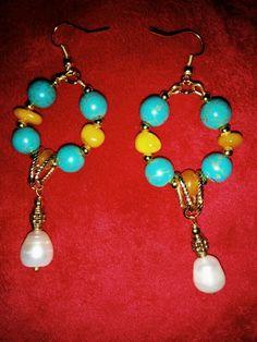 Orecchini con turchesi, ambra e perla.