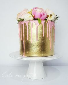14 Drip Wedding Cakes That Are Overflowing With Sweetness Pretty Cakes, Beautiful Cakes, Amazing Cakes, Unique Cakes, Creative Cakes, Golden Birthday Cakes, 27th Birthday Cake, Fancy Birthday Cakes, 21st Cake