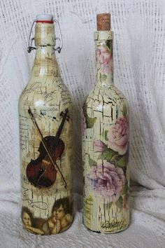 Bottle Art - Endless Beauty Recycling Waste - Boring Art You are in the right place about Decoupage bottles Here we offer you the most beautiful pictures about the Decoupage drawers you are looking fo Empty Wine Bottles, Wine Bottle Art, Painted Wine Bottles, Diy Bottle, Bottles And Jars, Glass Bottles, Decorated Bottles, Recycled Bottles, Glass Bottle Crafts