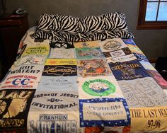 DIY T-Shirt Quilt . Free tutorial with pictures on how to make a patchwork quilt in under 180 minutes by patchworking with fabric, sewing machine, and t shirt. How To posted by Stacie G. Cute Crafts, Crafts To Do, Diy Crafts, Recycled Crafts, T-shirt Quilts, Craft Projects, Sewing Projects, Craft Ideas, Diy Ideas