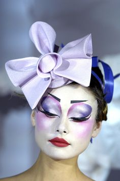 This eye makeup is so pretty and dreamy!!! Christian Dior Spring 2007 Haute Couture