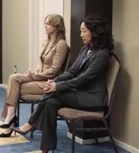 Sandra Oh and Ellen Pompeo in Grey's Anatomy Meredith Grey, Meredith And Christina, Greys Anatomy Season 8, You Are My Person, Dark And Twisty, Sandra Oh, Cristina Yang, Tv Reviews, Hollywood Stars