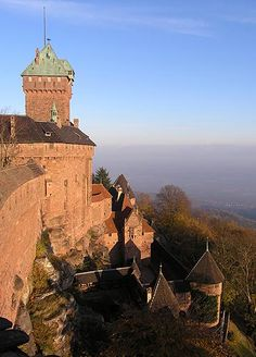 Standing in an extremely impressive location, the Chateau de Haut-Koenigsburg has dominated the Alsace countryside below since its 12th century construction. The location was, not surprisingly, chosen because of the wide panorama that it overlooks, making it ideal for defenive purposes.