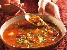 מתכון חורפי של מסעדת ברוהאוס: מרק גולש הונגרי ועשיר בטעמים עם קוביות בשר, תפוחי אדמה והמון פפריקה
