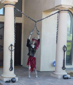 Pirate Halloween Decorations, Pirate Halloween Party, Halloween Outside, Halloween Lawn, Scream Halloween, Pirate Decor, Halloween Photos, Halloween Skeletons, Outdoor Halloween