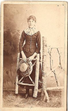 What a charmingly attired young Victorian woman. From the generously sized lace collar to her fun straw hat, she looks so sweet and pretty. #vintage #Victorian #portrait #woman #dress #1800s