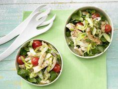 Hähnchen-Spargel-Salat: Bei extrem niedrigem Kaloriengehalt besitzt Spargel ein wertvolles Innenleben mit vielen wichtigen Mineralstoffen und Vitaminen.