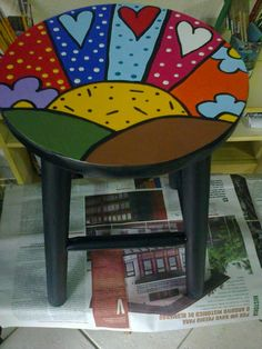 Trabalhos de Simone Miranda Hand Painted Furniture, Funky Furniture, Colorful Furniture, Art Furniture, Painted Boards, Painted Rocks, Diy Home Crafts, Wood Crafts, Mosaic Outdoor Table
