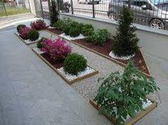 Aiuole con sassi cerca con google giardinaggio - Giardini con ghiaia e sassi ...