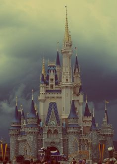Disney World, Cinderella's Castle❤ Such an enchanting place. ❤