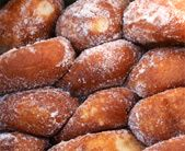 Gorgeous Hawaiian malasadas! Local baked goods are one of my favourite low-cost splurges when I travel.  Pinned by TurnipseedTravel.com