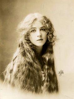 , Portrait of Ione Bright, 1912 Antique Photos, Vintage Pictures, Vintage Photographs, Old Pictures, Vintage Images, Old Photos, Vintage Abbildungen, Vintage Girls, Vintage Beauty